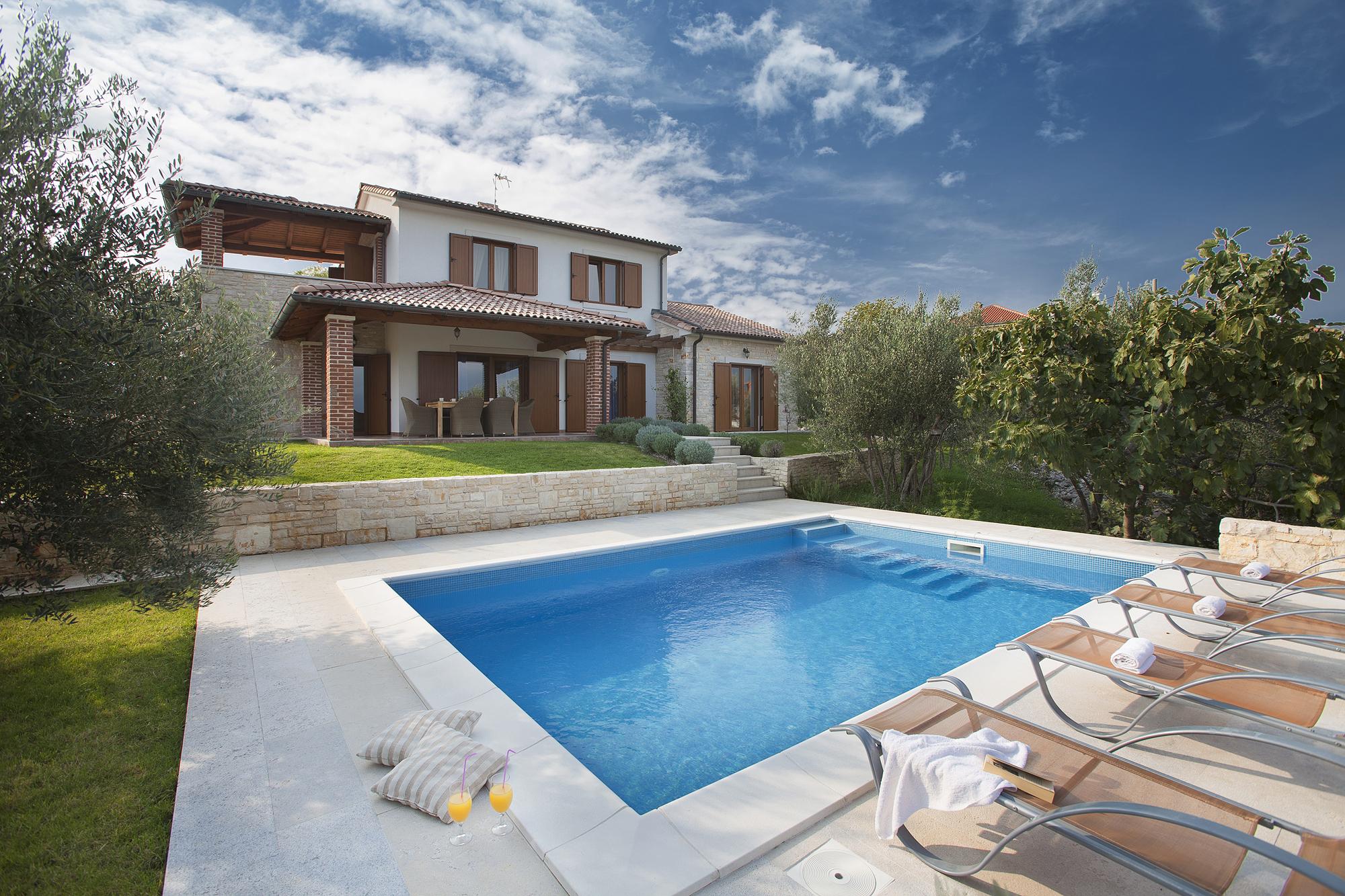 Beautiful Luxury Villa Maria with a swimming pool, near the Sea