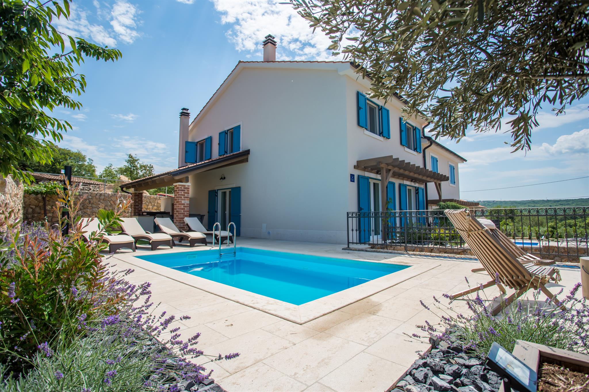 Villa Tana with a swimming pool, outdoor kitchen, BBQ & SUP