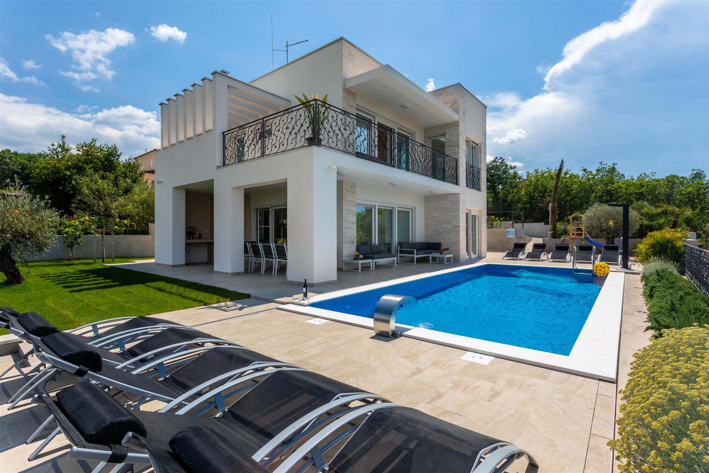 5 stars Villa Zarra with heated pool, jacuzzi, sauna and Seaview